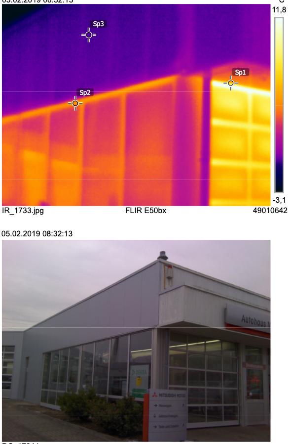 Thermografieaufnahmen einer Gebäudefassade, die deutliche Wärmeverluste an Dach und Fassade verdeutlichen